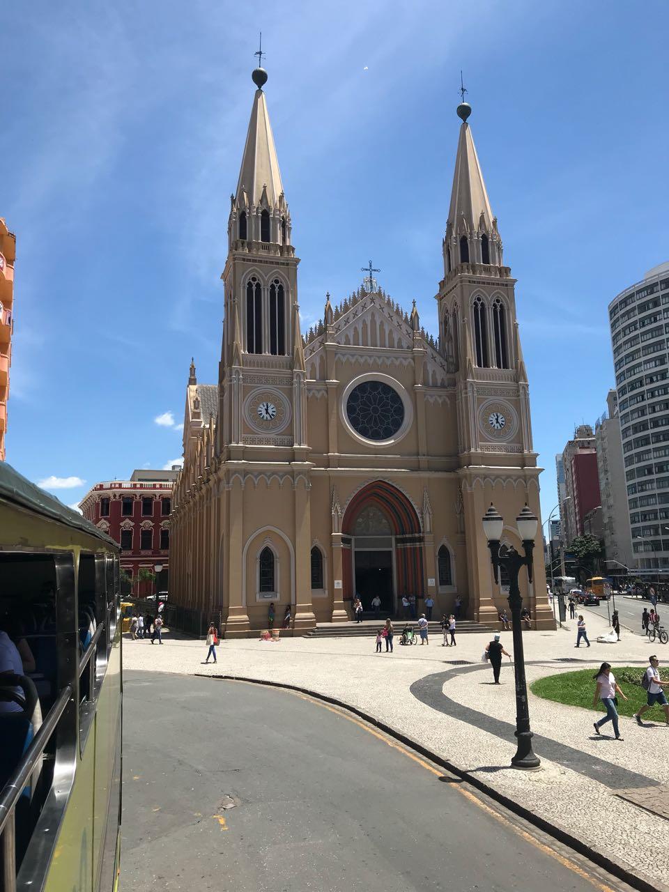 Início da linha de turismo na Praça Tiradentes