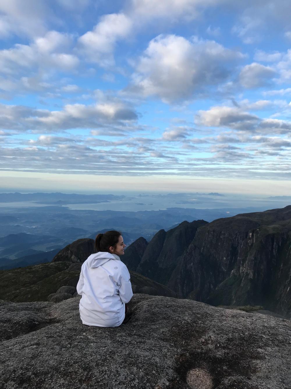 Topo da Pedra do Sino em Teresópolis e Serra dos Órgãos