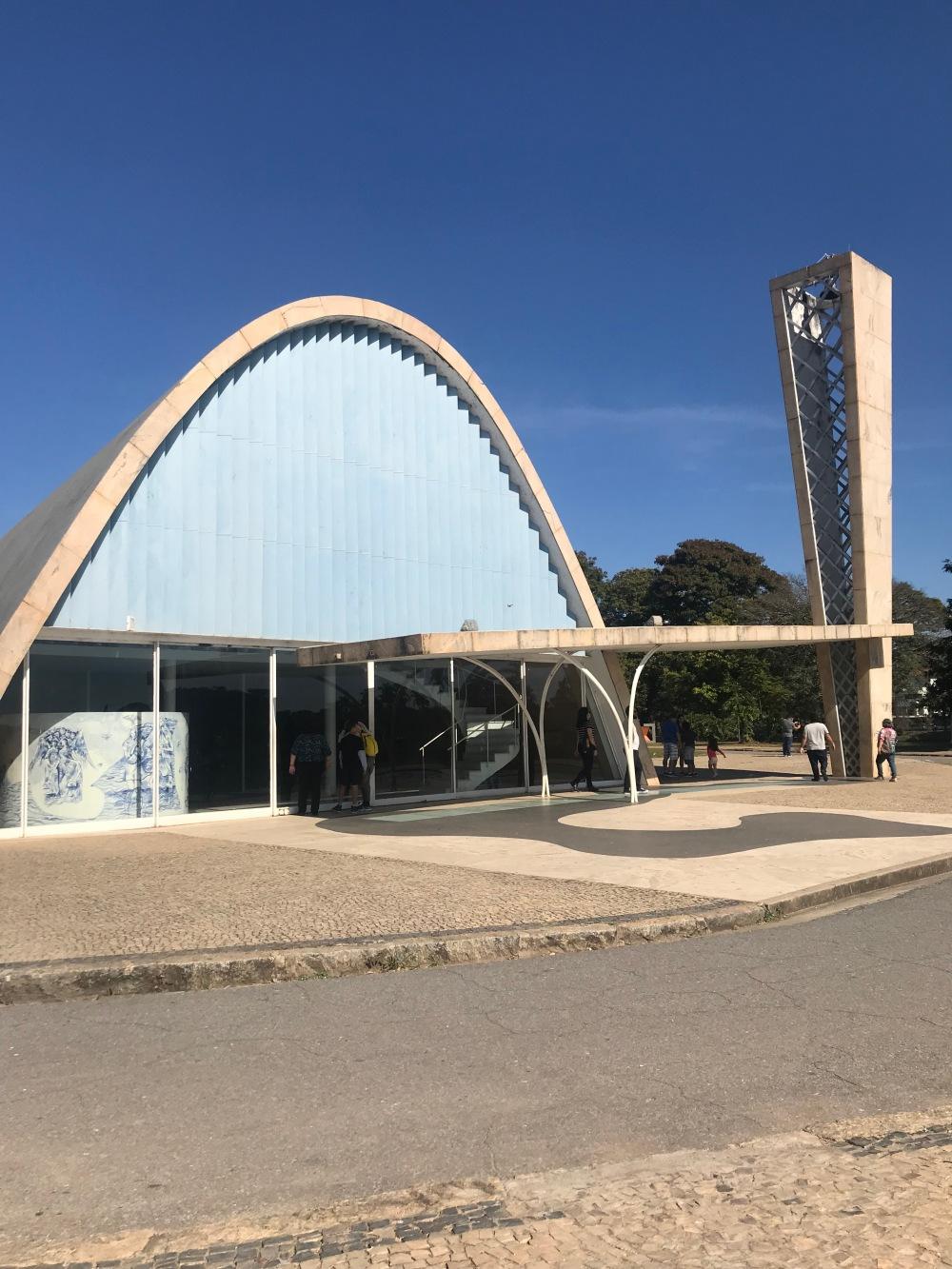 Calçadão da Igreja da Pampulha em Belo Horizonte