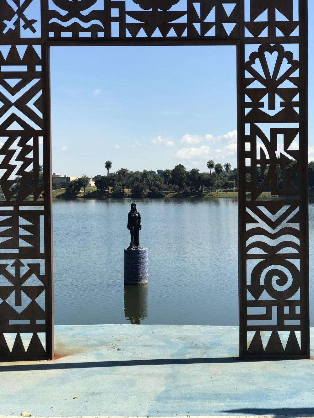 Imagem de Iemanjjá na Lagoa da Pampulha
