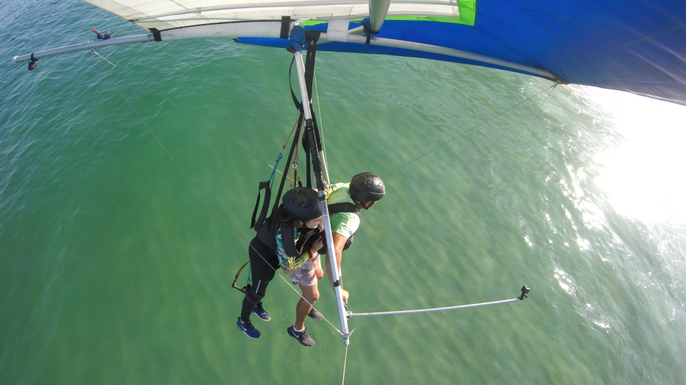 Sobrevoando as águas do mar de São Conrado