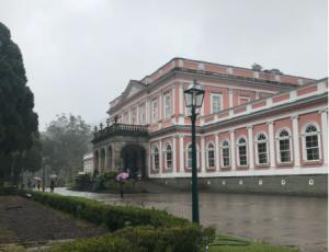 Museu Imperial de Petrópolis em dia chuvoso