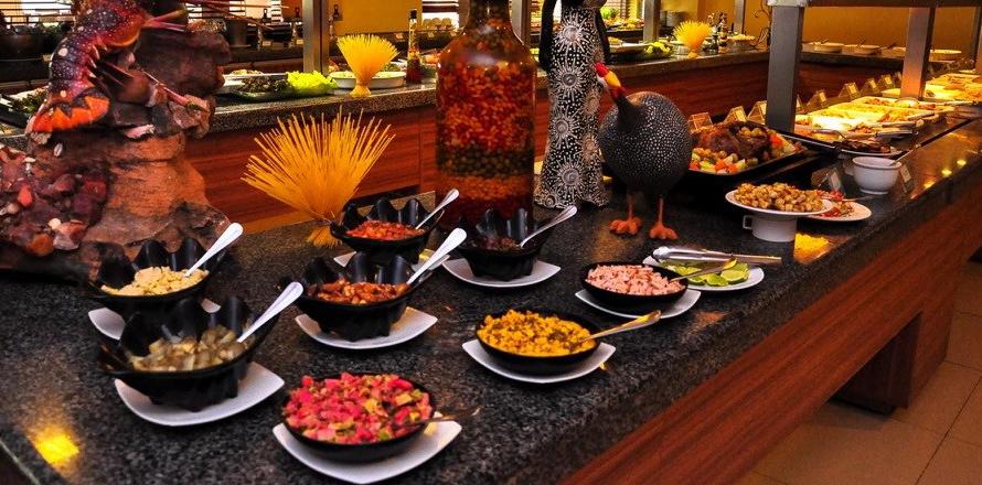 Almoço e opções de alimentação dos resorts all incluse