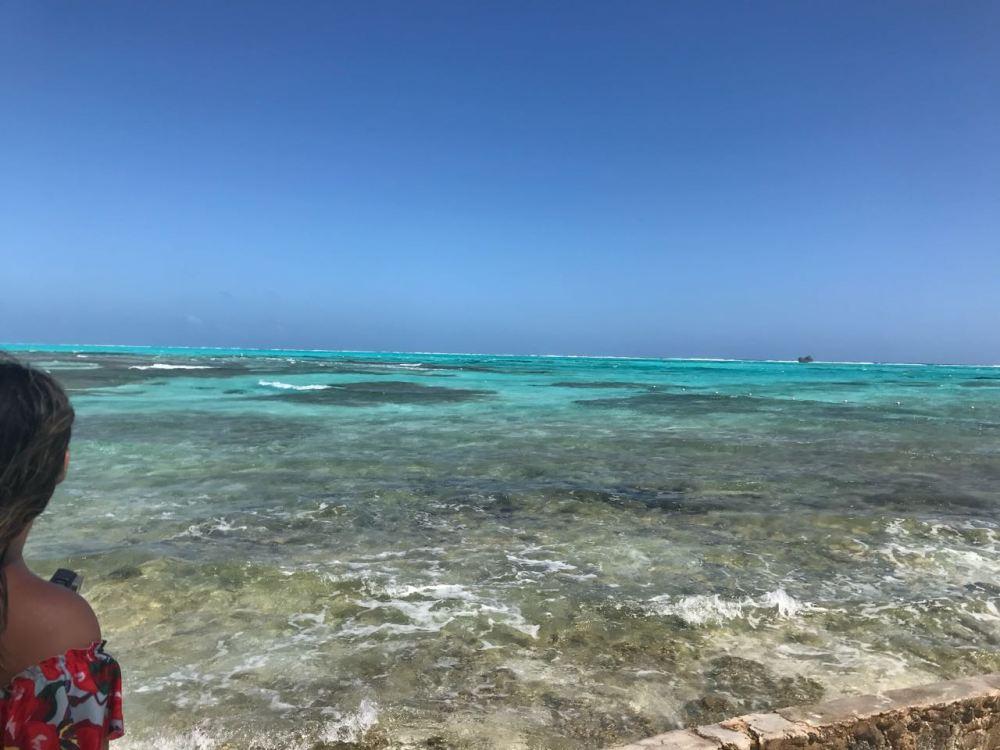 Mar cristalino do Caribe na Colômbia