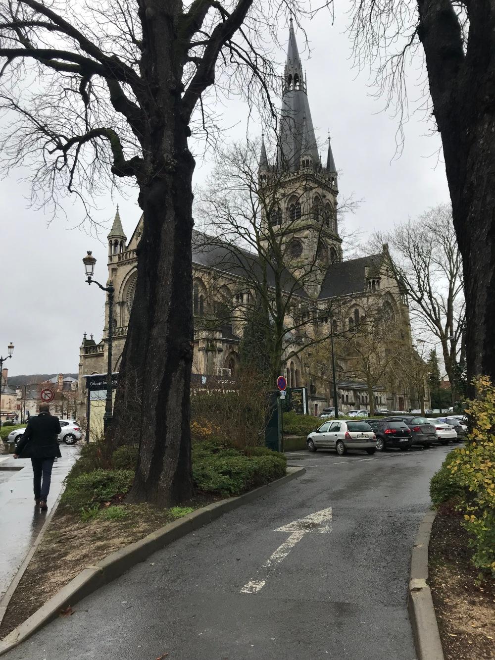 Igreja na praça de Epernay