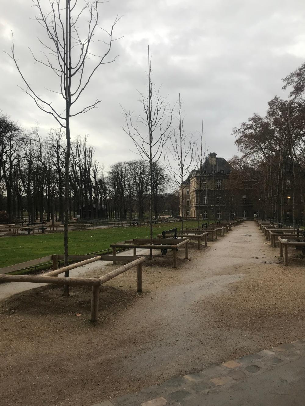 Jardim de Luxemburgo em Paris em dia nublado