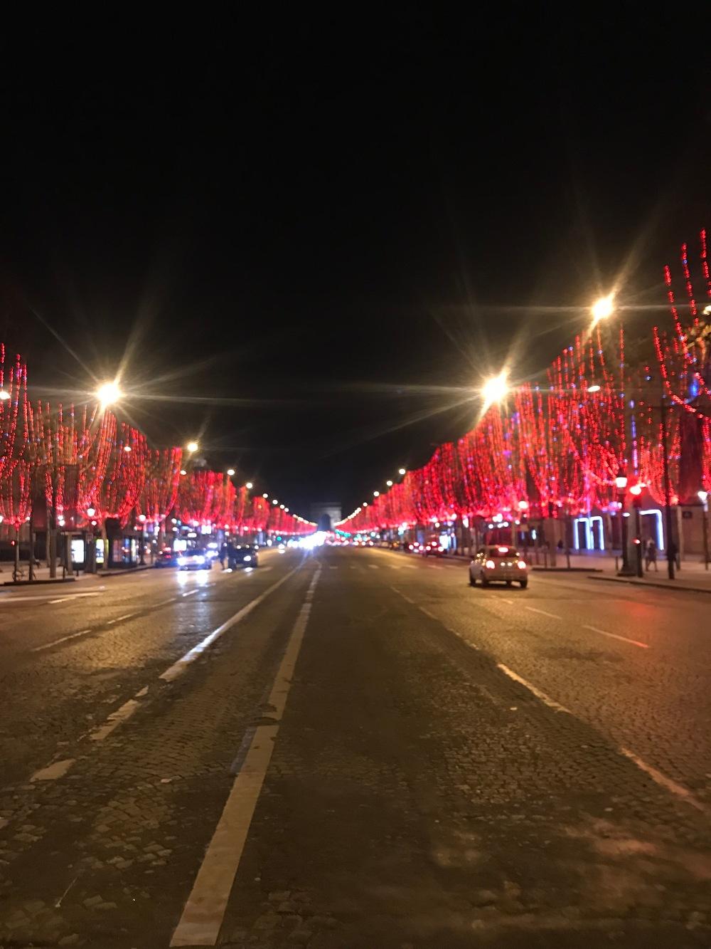 Decoração de natal a noite da Champs-Élysées