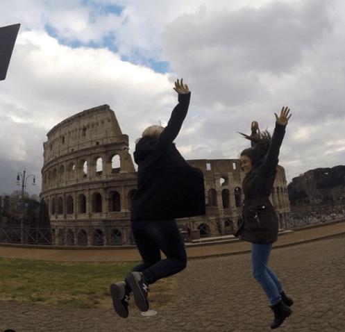 Viajandinhas em Roma pulando