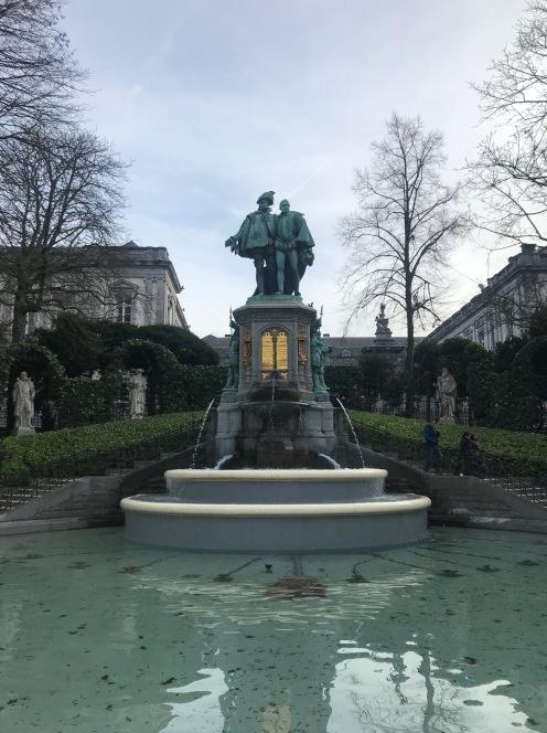 Petit Sablon na Bélgica, esculturas