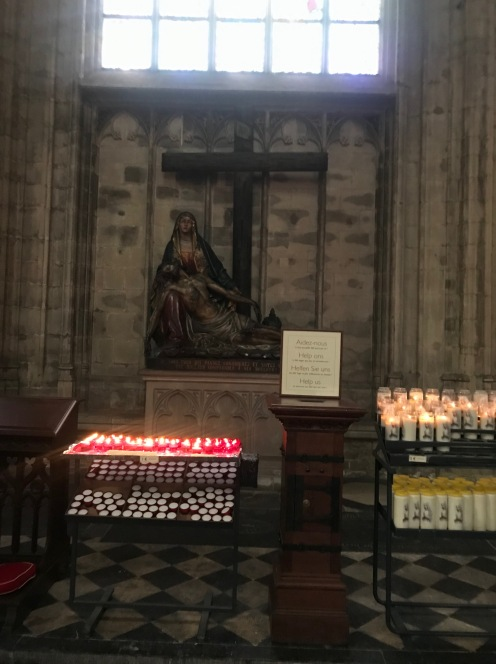 Notre-Dame de Sablon e seu interior