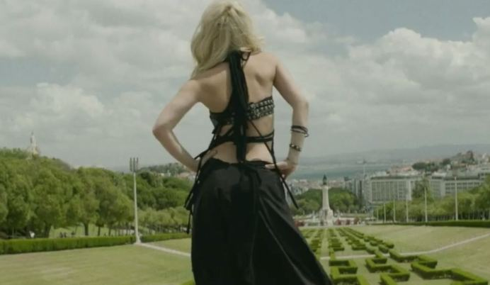 Shakira no clipe Dare no parque Eduardo de Lisboa