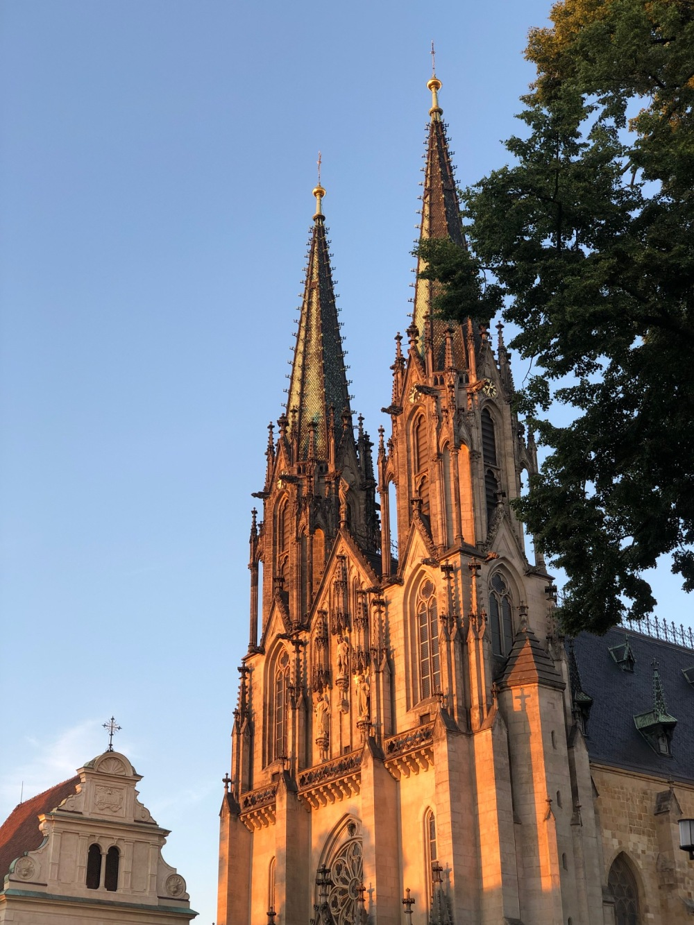 Cathedral de St. Wenceslas no pôr do sol